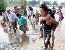 fuga profughi birmani verso Thailandia