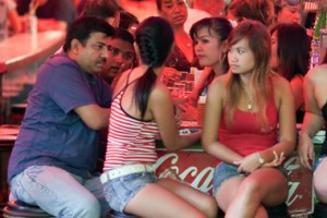 Indiani a Pattaya con ragazze thai