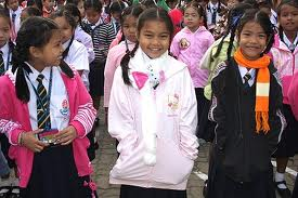 bambine Thailandia sentono il freddo