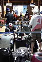 Turisti bloccati aeroporto Kho Samui - Thailandia 2011