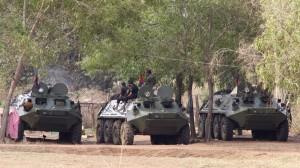 carro armati nella zona di confine contesa tra Cambogia e Thailandia