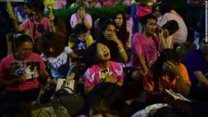 Thailandesi osservano un periodo di 30 giorni di lutto