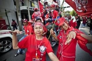 Thailandia: camicie rosse protestano a Bangkok