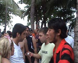 Rissa Pattaya tra turisti e noleggiatori moto d'acqua