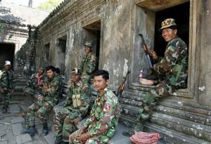 soldati confine Cambogia-Thailandia
