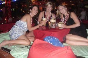 Foto Sarah Carter con amiche vacanza in Thailandia