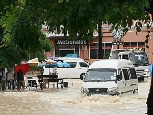 Inondazioni Thailandia, punto di intersezione di fronte al Mercato Baan Zaan, dietro al complesso commerciale Jungceylon