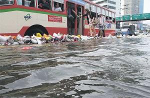 zona Mercato Rangsit di Bangkok ottobre 2011
