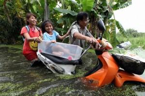 thailandesi e alluvione