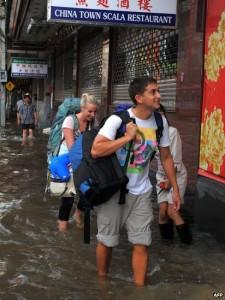 Turisti Bangkok zona inondazione