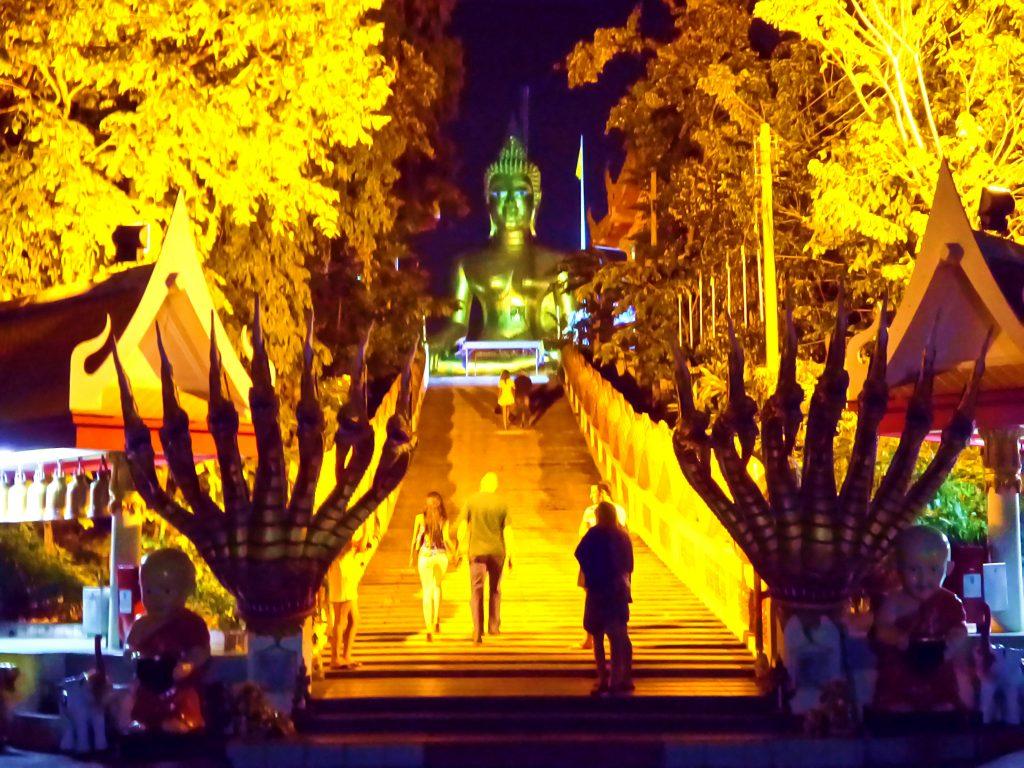 Big Buddha Hill di sera